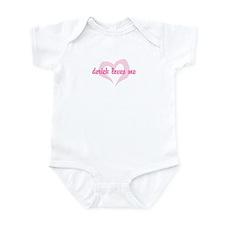 """""""derick loves me"""" Infant Bodysuit"""