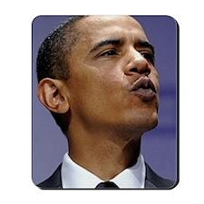 ART Obama wants to give you a kiss Mousepad