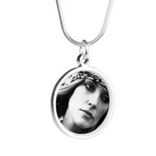 tate2 Silver Round Necklace