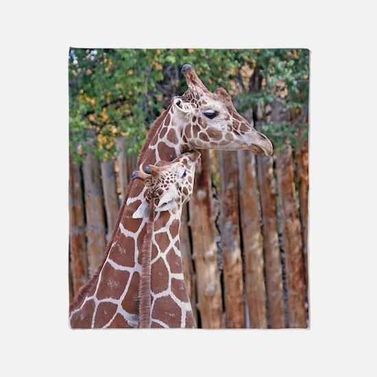 giraffe-cuddle Throw Blanket