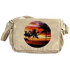 Hawaiian beach sunset Messenger Bag