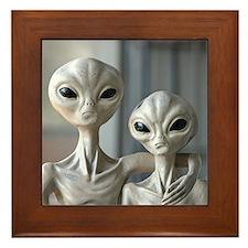 Alien Couple - Framed Tile