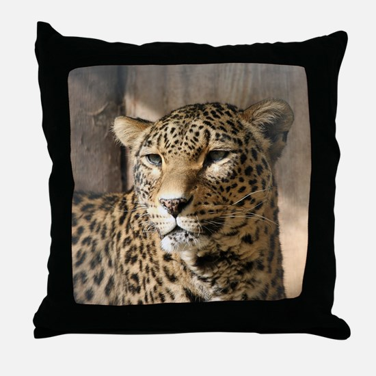 Leopard001 Throw Pillow