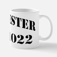 lester black letters Mug