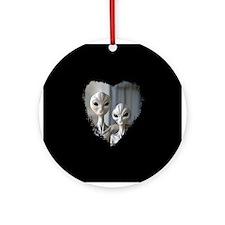 Alien Couple (Heart) - Gift Ornament (Round)