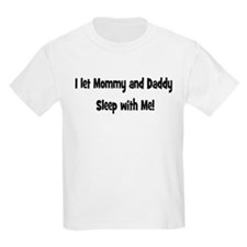 I let mommy and daddy sleep w Kids T-Shirt
