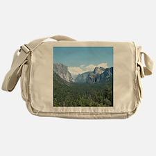 tunnel-view-clock Messenger Bag