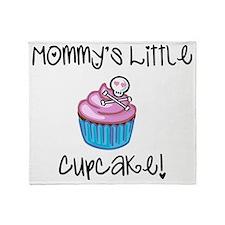Mommys cupcake skull Throw Blanket