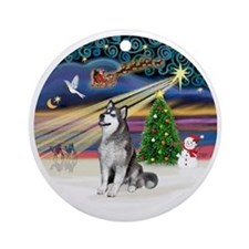Xmas Magic (R) - Alaskan Malamute Round Ornament