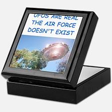 ufo joke Keepsake Box