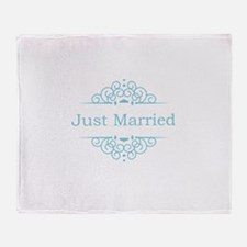 Just married in blue Throw Blanket