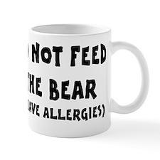 Do not feed the bear Mug