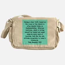 17 Messenger Bag
