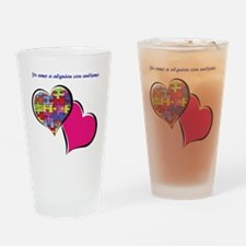 yo amo a alguien con autismo Drinking Glass