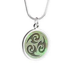 035-Frantic Silver Round Necklace