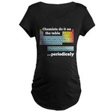 Chemists do it on the table Maternity T-Shirt