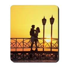 Caribbean, Aruba, Romantic couple silhou Mousepad