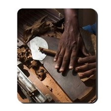 Cohiba cigars being made by hando, Zona  Mousepad