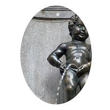 Famous fountain Manneken Pispital Re Oval Ornament