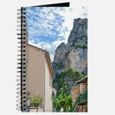 Moustiers-Ste-Marie. Steep cliff towers ab Journal