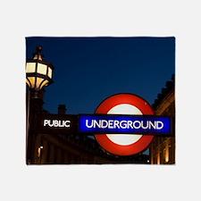 England, London. Underground Tube en Throw Blanket