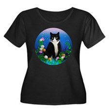 Tuxedo C Women's Plus Size Dark Scoop Neck T-Shirt
