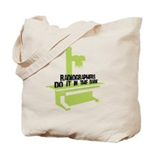 (BXL) Radiographers Do It In the Dark Col Tote Bag