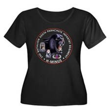 Panther  Women's Plus Size Dark Scoop Neck T-Shirt