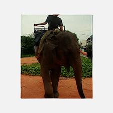 La Elefante Throw Blanket