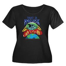 Emperor- Women's Plus Size Dark Scoop Neck T-Shirt