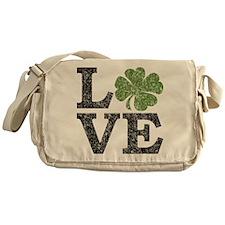 love_shamrock_black Messenger Bag