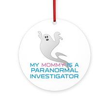 kids_mommy_shirt Round Ornament