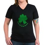 Feliz San Patricio Women's V-Neck Dark T-Shirt
