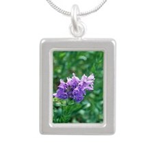 Penstemon (Penstemon ven Silver Portrait Necklace