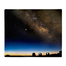Milky way and observatories, Hawaii Throw Blanket