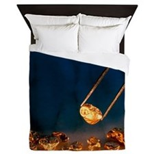 Gold nugget held in twizzers Queen Duvet