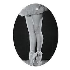 Ballerina en pointe B Oval Ornament