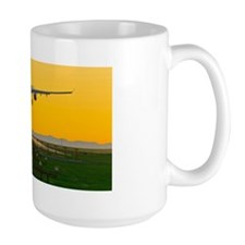 Aeroplane landing, Canada Mug