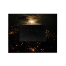 France-Italy border at night, ISS im Picture Frame