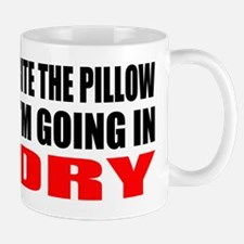 Bite the pillow Im going in dry - Offen Mug