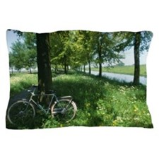 Bicycle leaning against oak tree Querc Pillow Case