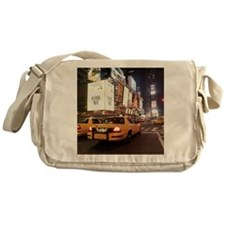 Taxis driving through times square i Messenger Bag