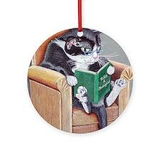 Reading Cat Round Ornament