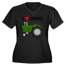 I  Love (Hea Women's Plus Size Dark V-Neck T-Shirt