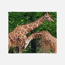 The giraffe Throw Blanket