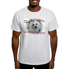 Qui m'aime des amours mon chi T-Shirt