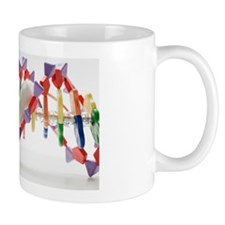 Laboratory mouse on DNA model, studio s Mug