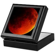 Total lunar eclipse Keepsake Box