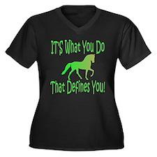 Racking Horse Defines Women's Plus Size V-Neck Dar