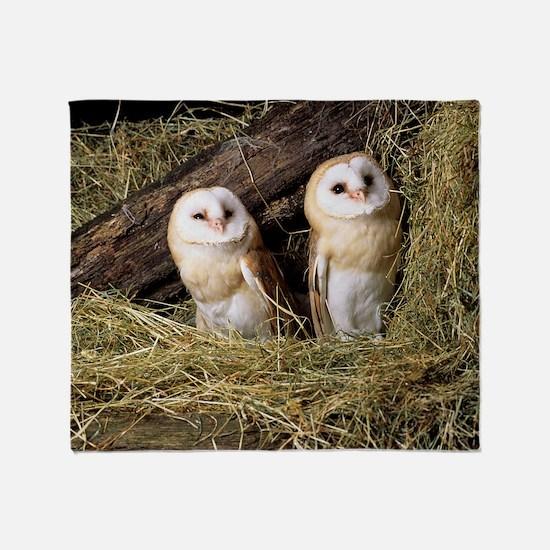 Barn owls Throw Blanket